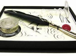 羽ペンは私の長年の憧れ。ゴシックな羽ペンをいつかきっと・・・!