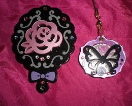 ゴシックモチーフ満載ミラー。バラ、蝶、どこからみても姫気分!