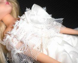 ミシンなしで白ゴスドレスDIY!100均材料&不用品で作るドール服