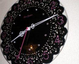 ゴシックレースの掛時計~ステップ秒針&見やすい文字盤でオキニイリ♪